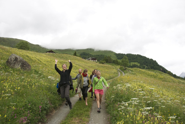 joyful hiking. photo: Raphi Sieber.